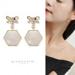 千族银 日韩时尚新款六边形天然贝壳蜜蜂耳钉 S925银针气质个性耳饰 Q539-88
