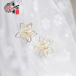 泊心云 巴洛克淡水珍珠耳钉S925银针防过敏花朵样式大方又活力 B013-90